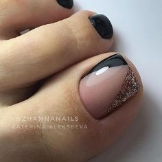60 Ideas Gel Pedicure Designs Style For 2019 Pretty Toe Nails, Cute Toe Nails, Fancy Nails, Black Toe Nails, Gel Toe Nails, White Toenails Polish, Glitter Toe Nails, Pretty Pedicures, Polish Nails