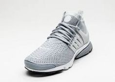 2f62a6cdd1fd Sink into a fit that perfectly adapts to your foot - Nike Free 4.0 Flyknit  Running