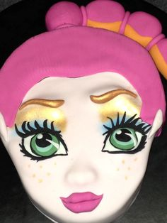 Monster High Gigi Grant cake!   Learn how to make her yourself here : http://youtu.be/6mqmUfLPqjo