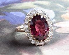 BuddysVintage on Etsy Unusual Wedding Rings, Stacked Wedding Rings, Wedding Rings For Women, Trendy Wedding, Wedding Ring Designs, Wedding Jewelry, Gold Jewelry, Vintage Jewelry, Jewlery