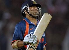 Sachin Tendulkar almost cried after getting out...despite scoring 175 against australia,  India lost the match