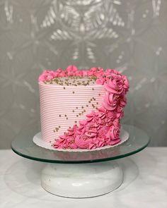 Cake Decorating Designs, Creative Cake Decorating, Cake Decorating Techniques, Creative Cakes, Anniversary Cake Designs, Crazy Cakes, Buttercream Cake, Sweet Treats, Birthday Cake