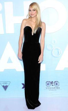Anna Faris in a black strapless dress