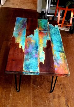 Arts and crafts Whimsical painted coffee table. Painted Table Tops, Painted Coffee Tables, Painted Chairs, Painted Side Tables, Funky Painted Furniture, Cool Furniture, Furniture Design, Bar Outdoor, Boho Dekor