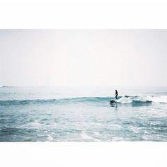 Sweet Morning. [ Merci Alice et Simon] #ambassador #cetusbiarritzambassadeur #surf #waves #ocean #blue #surfer #cetusbiarritz #nikon @alicevedrine @simonrouta @aliceaimesimon