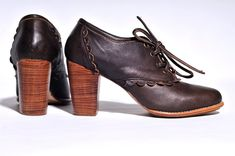 Leather oxford shoes / leather booties / oxford booties / oxford heel / lace up. Sizes US Available in different leather colors. Oxford Booties, Lace Oxfords, Oxford Heels, Leather Lace Up Boots, Leather Booties, Ankle Booties, Pretty Shoes, Pretty Clothes, Look Chic