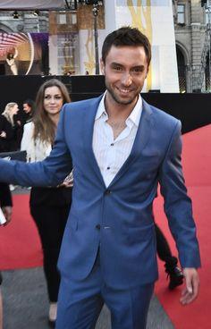 Pin for Later: Dites Bonjour au Beau Gosse de l'Eurovision