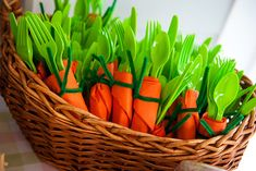 Carrots; green cutlery, orange napkins, pipe cleaner.  If I was ever having an Easter brunch, I'd be sure to do this...well, I hope I would do this!  ;o)