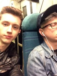 #TroyeSivan #TylerOakley #Troyler I kind of feel bad for Troye cause he really, really likes Tyler. I mean, he did write and sing a song for/about Troyler. And Tyler obviously doesn't have nearly as much affection for Troye as Troye does Tyler. Its just like the romance books/movies. The feels. Saddd. Troyler4LIFE