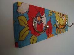 Rosa Luiza Artes e Gostosuras: Cabide de madeira reciclada, revestido com tecido!