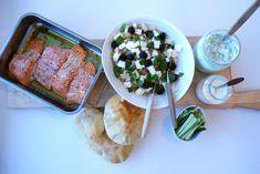 Ovnsstekt ørret med tzatziki og blomkålsalat — FAMILIEMAT Tzatziki, Feta, Tacos, Mexican, Ethnic Recipes, Mexicans