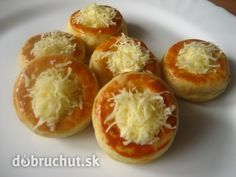 Fotorecept: Krémové syrové koláčiky - Slané koláčiky sa hodia na každú príležitosť. Russian Recipes, Quiche, Baked Potato, Pizza, Food And Drink, Baking, Ethnic Recipes, Cook, Ideas