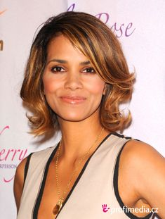 | Prom hairstyle - Halle Berry - Halle Berry