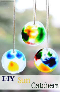 Looking for an easy to do summer fun project for the kids. These sun catchers for kids are a fun project that can be done inside or outside. If you have food coloring, glue and a container lid you have everything needed to make them.