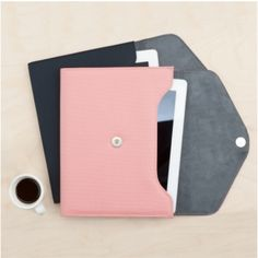 Ardium iPad Pouch  http://www.mochithings.com/pouches/ardium-ipad-pouch/3786#