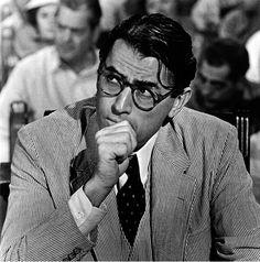 Ricordate Gregory Peck la star americana degli anni 50 e 60 che interpretò moltissimi film di successo? Fu diretto dal regista Alfred Hitchcoc, il ma...