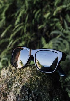 Classic shades are ideal for seeing the world around you. Γυαλιά 764d59500c5