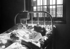 In the early 1920's, Doctor Manfred Sakel pioneered the idea of therapy through induced coma. Schizophrenic and other mental patients were injected with high doses of insuline in order to put them in a coma, which Sakel believed they emerged from cured.