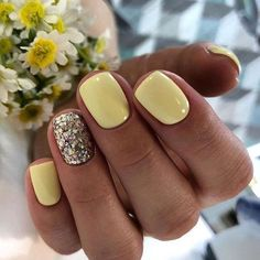 Nail art is one of many ways to boost your style. Try something different for each of your nails will surprise you. You do not have to use acrylic nail designs to have nail art on them. Here are several nail art ideas you need in spring! Glitter Gel Nails, Cute Acrylic Nails, Cute Nails, Gradient Nails, Holographic Nails, Acrylic Nails Yellow, Pretty Gel Nails, Gold Nail, Acrylic Nails For Summer Glitter