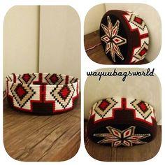 Iyi aksamlar herkesee … – Knitting patterns, knitting designs, knitting for beginners. Tapestry Crochet Patterns, Crochet Stitches Patterns, Crochet Shoes, Crochet Purses, Wiggly Crochet, Mochila Crochet, Tapestry Bag, Fabric Bags, Clutch