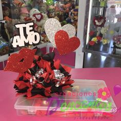 Creaciones D'encantos C.A.  (@dencantos) | Instagram photos and videos Valentine Decorations, Valentine Crafts, Easy Diy Crafts, Crafts For Kids, Valentine Baskets, Teddy Bear Gifts, Candy Crafts, Chocolate Bouquet, Candy Bouquet