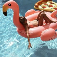 poolfloat Want!! The flamingo, not the pizza. I hate soggy pizza.