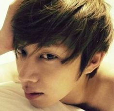 Heechul gazes sexily into the camera on his bed in latest selca | http://www.allkpop.com/article/2013/11/heechul-gazes-sexily-into-the-camera-for-a-selca-in-bed