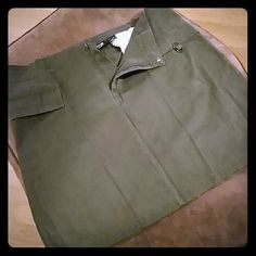 Cute khaki green skirt NWOT skirt quizz Skirts