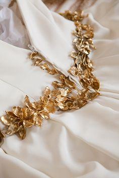 Cinturón de bronce fundido a la cera perdida con baño de oro para novia