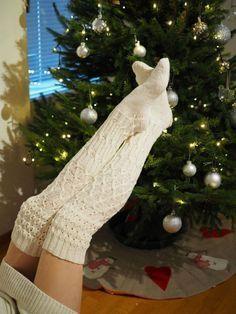 PITKÄT NEULOTUT SUKAT JOULUNA · Kristallikimara Crochet Socks, Knitted Slippers, Knit Or Crochet, Knitting Socks, Knitting Patterns Free, Sewing Patterns, Comfy Socks, Fabric Yarn, Crochet Accessories