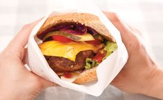 A great go-to burger to feed a hungry pack of tweens! Epicure Recipes, Healthy Recipes, Yummy Eats, Yummy Food, Recipe Collection, Recipe Using, Tween, Burgers, Bbq