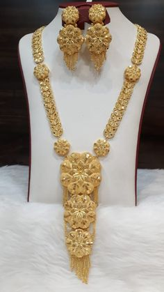 Gold Bridal Jewellery Sets, Dubai Gold Jewelry, Bridal Jewellery Inspiration, Indian Jewelry Sets, Fancy Jewellery, Gold Jewellery Design, Gold Bangles For Women, Hyderabadi Jewelry, Gold Chain Design
