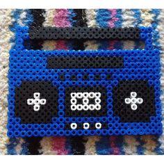 Radio hama beads by Loom Beading, Beading Patterns, Beading Ideas, Beading Supplies, Jewelry Patterns, Radios, Pixel Art, Basson, Peler Beads