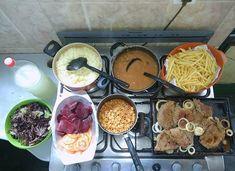 Bora lá?!Hoje eu tava inspirada! KkArroz, feijão novinho, bife acebolado, batata frita, salada de alface roxa, beterraba cozida e tomate e um pouquinho de macarrão pq a Ana não abre mão... Limonada geladinha 😍😋 ⭐⭐⭐⭐⭐⭐⭐⭐⭐⭐⭐⭐⭐⭐⭐⭐Convide um amigo pra conhecer o Instagram 👉 #marqueumamigo #marqueumaamiga ❤❤❤❤❤❤❤❤❤❤❤❤#almoço #janta #quarta #vidareal #lookdofogao #fome #lardocelar #panelazap #itsdaicoelho #yummy Dinning Table, Chocolate Fondue, Carne, Food Porn, Food And Drink, Menu, Healthy Recipes, Snacks, Dinner