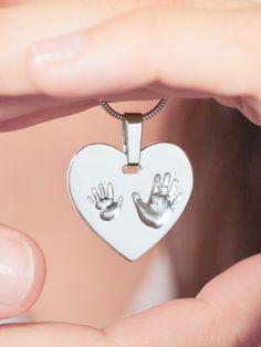 Handabdrücke auf einem silbernen Herzanhänger, persönliche Geschenkidee / personalised gift idea: you hand print on a silver heart pendant made by Foya - Kleine Schmuckstücke via DaWanda.com