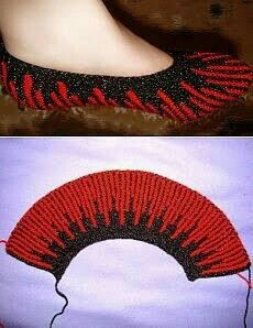 Knitting footprints with knitting needles. Описа Knitting footprints with knitting needles. Crochet Slipper Pattern, Knitted Slippers, Crochet Slippers, Knit Or Crochet, Knitting Socks, Knitting Stitches, Free Knitting, Baby Knitting, Knitting Needles