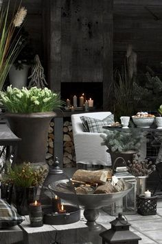 Modern Mindy: Post Holiday Winter Decorating for Your Home Outdoor Rooms, Outdoor Living, Outdoor Decor, Rustic Christmas, Christmas Home, Decoration Table, Winter Garden, Beautiful Interiors, Beautiful Christmas