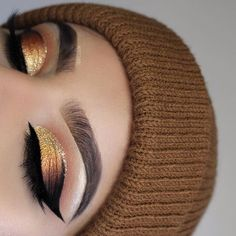 Ein tolles Augen Make Up mit gold und braunem Liedschatten! #augenmakeup #liedschatten