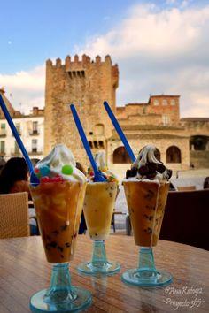 Proyecto 365 de @Ana Kato: 071 - Yogur helado en la Plaza Mayor de Cáceres.