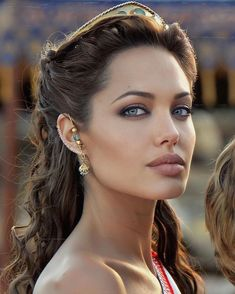 Angelina Jolie Blonde, Angelina Jolie Makeup, Angelina Jolie Photos, Alex Gray Art, Arabian Makeup, Studio Photography Poses, Beauty Makeup, Hair Beauty, Long Layered Hair