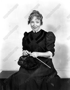 1954 Helen Hayes Actress Legendary star Knitting scene Press Photo