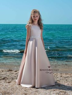 «First communion dress Girls Communion Dresses, Girls Pageant Dresses, Gowns For Girls, Pink Flower Girl Dresses, Purple Bridesmaid Dresses, Flower Girls, Pretty Dresses, Ball Gowns, Star Magic