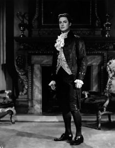 """Robert Donat as Pitt in the movie """"The Young Mr Pitt"""" Hollywood Men, Hollywood Stars, Classic Hollywood, Robert Donat, Period Piece Movies, Carol Reed, Victor Fleming, William Wyler, Beautiful Costumes"""