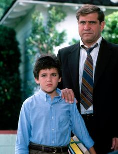 Kevin (Fred Savage) and his dad, Jack Arnold (Dan Lauria)