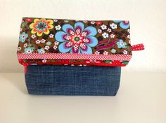 Flap  beautycase from an Old Jeans