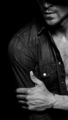"""....-"""" no para cualquier mujer...se siente defraudado por lo que le toca vivir.....por que luchaba contra todo...y era una lucha sorda sin poder hacer lo que quería...como una herida abierta y así pasaban los minutos las horas y los dias y el sabía que en ese reloj se le escapaba la misma vida 'ninguna verdad es una mentira para siempre ' ella le decía 'de a poquito vamos a escribir un libro..las cosas más queridas las guardo para mí las cosas más valiosas las tengo junto a ti'..""""-"""