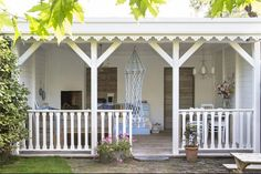 A look inside Marie-Louise and Pascal - woonstijl.nl Whilst early within idea, your pergola may Shabby Chic Porch, Porch Paint, Timber Roof, Porch And Balcony, Porch Area, Outdoor Spaces, Outdoor Decor, Patio Makeover, Back Gardens