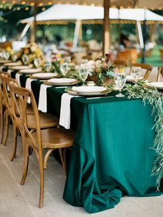 Emerald green table cloth at outdoor tented wedding reception Banquet Decorations, Simple Wedding Decorations, Elegant Centerpieces, Simple Weddings, Real Weddings, Table Labels, Honeymoon Style, Wedding Activities, Wedding Linens