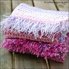 Extremely Easy & Fast to Make Marble Yarn Crochet Scarves - Handmade Gift Idea - Coffee and Vanilla