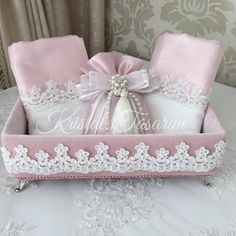 Decorating With Bathroom Towels Bathroom Towel Decor, Bathroom Crafts, Shabby Chic Crafts, Shabby Chic Pink, Towel Crafts, Decorative Towels, Crystal Design, Crafty Projects, Ribbon Embroidery